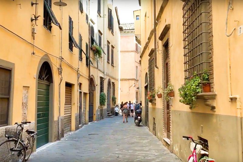 Ulica w Toskanii, Lukka